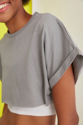 TRENDYOLMİLLA Gri Süper Crop Örme T-Shirt TWOSS21TS0091 1