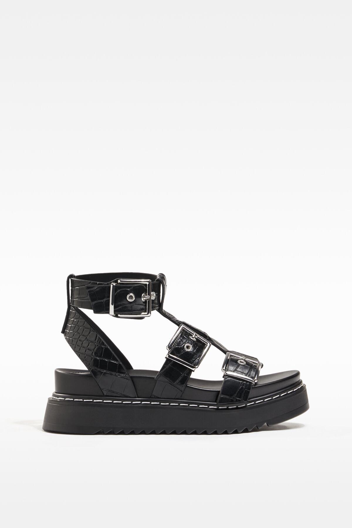 Bershka Kadın Tokalı Ve Kabartma Desenli Platform Sandalet. 0