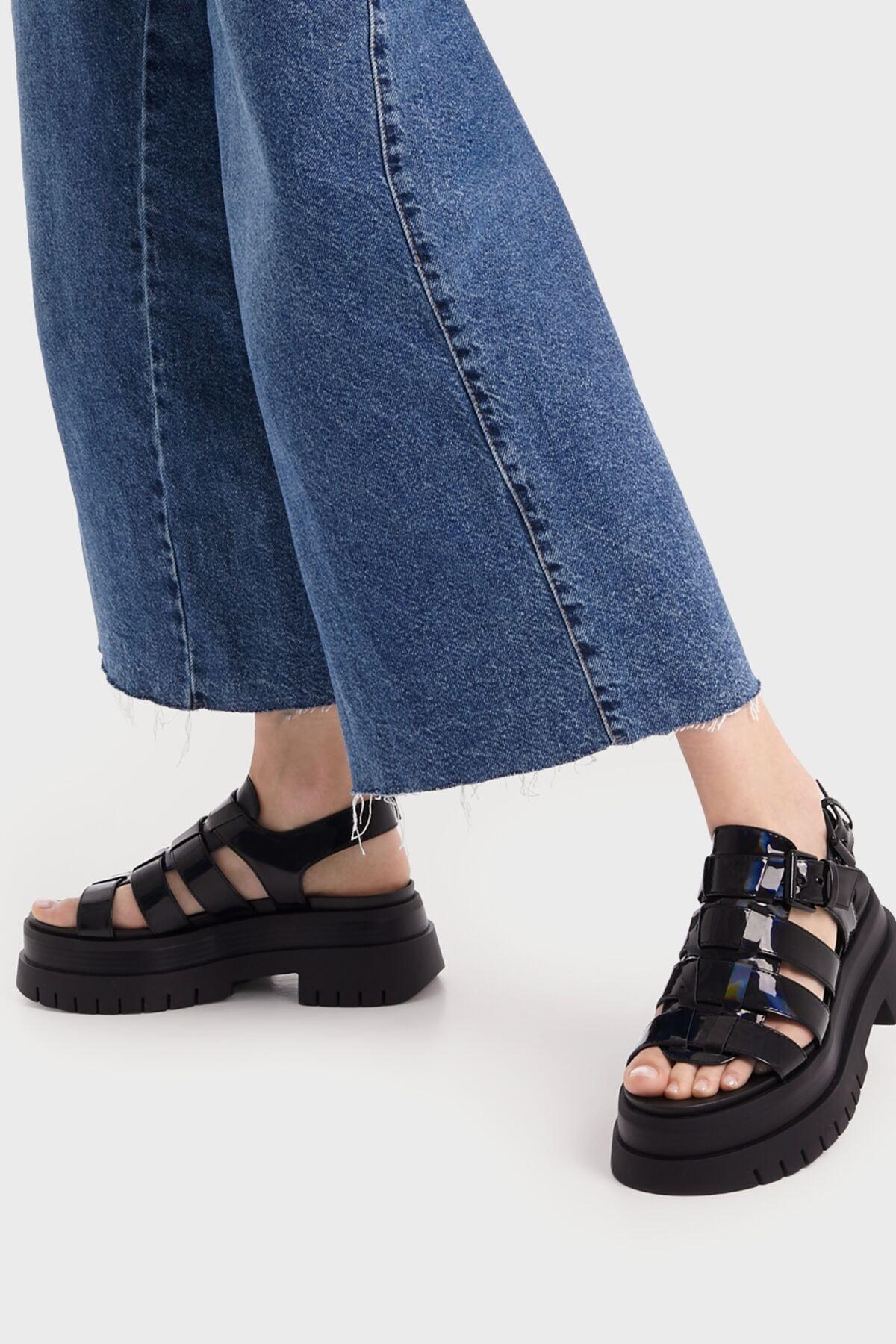 Bershka Kadın Siyah Yanardöner Platform Bantlı Sandalet 1