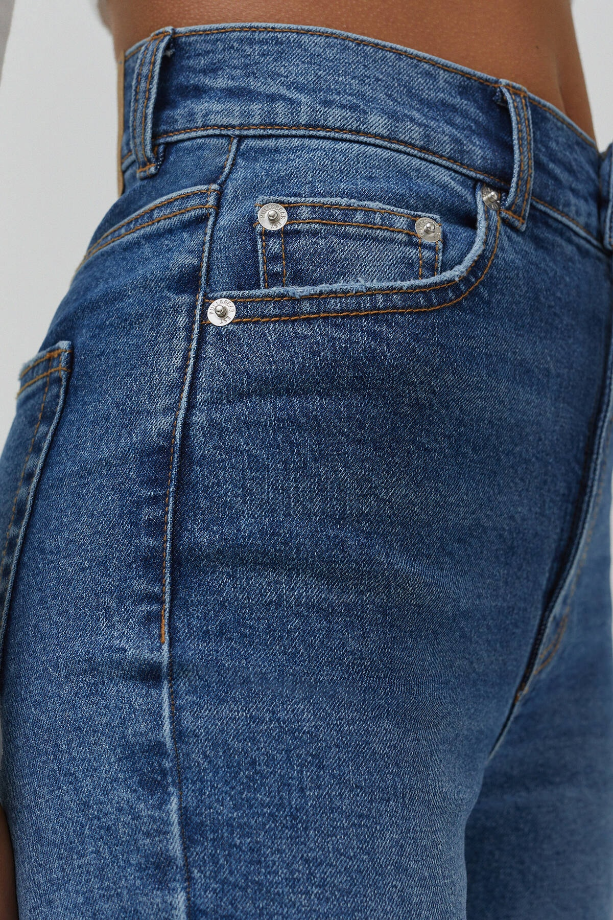 Pull & Bear Kadın Mavi Süper Yüksek Bel Slim Fit Mom Jean 04681315 1
