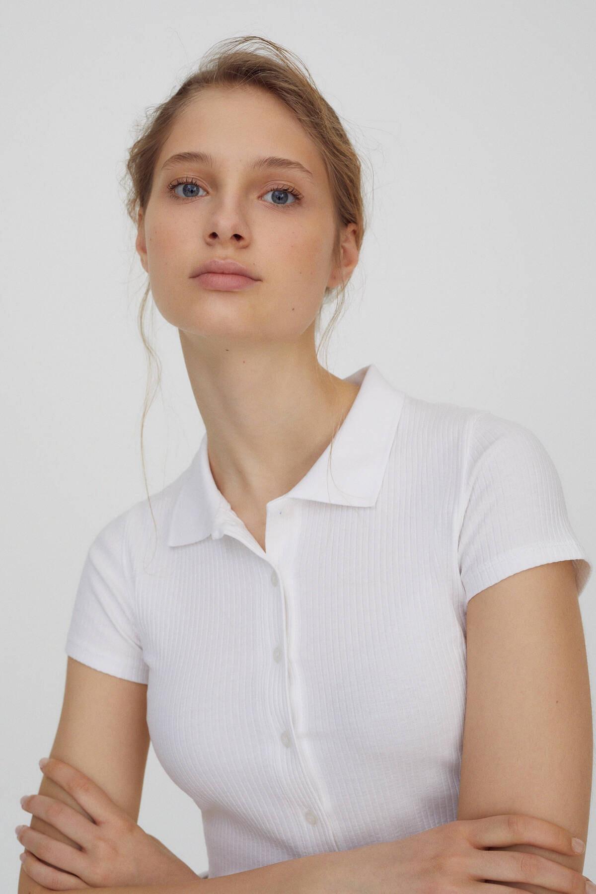 Pull & Bear Kadın Beyaz Düğmeli Kısa Kollu Polo T-Shirt 04240368 3