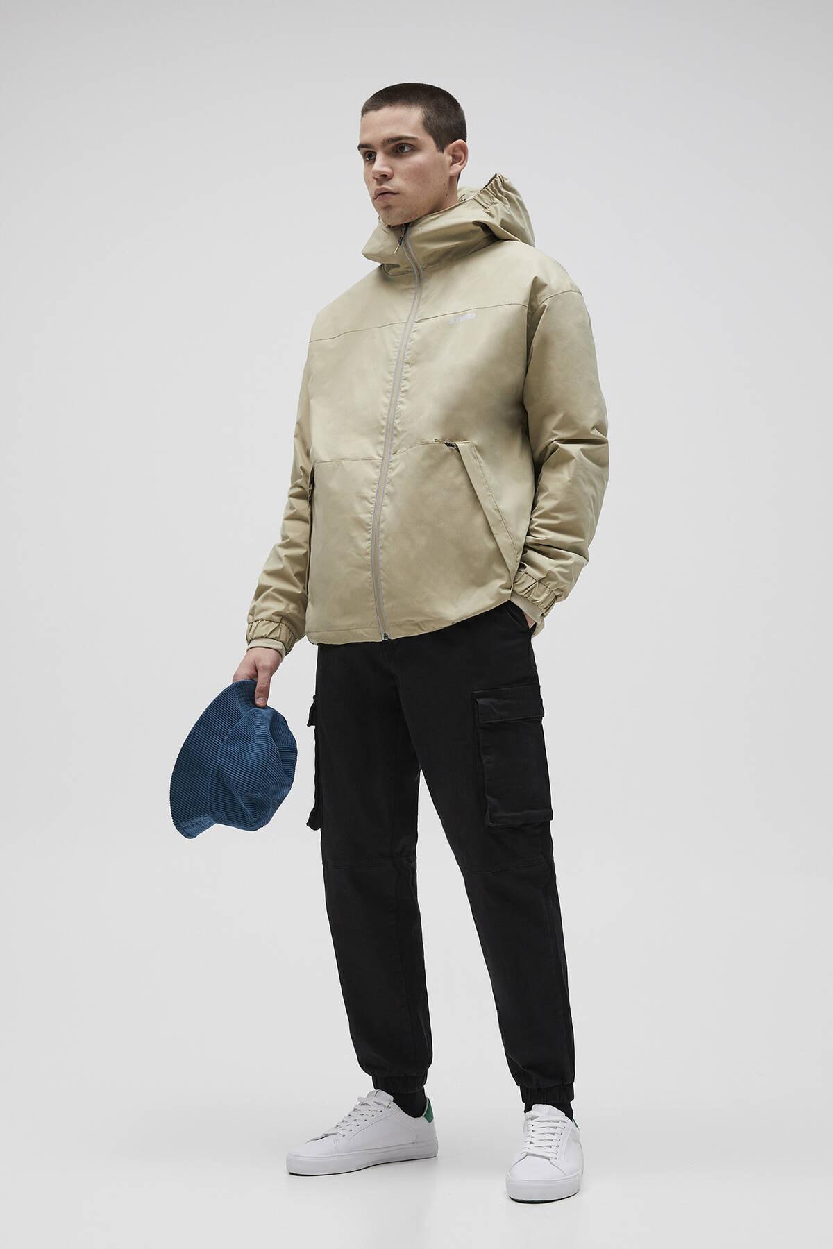 Pull & Bear Erkek Kum Rengi Su Geçirmez Yırtılmaz Kumaş Yağmurluk 04711545 2