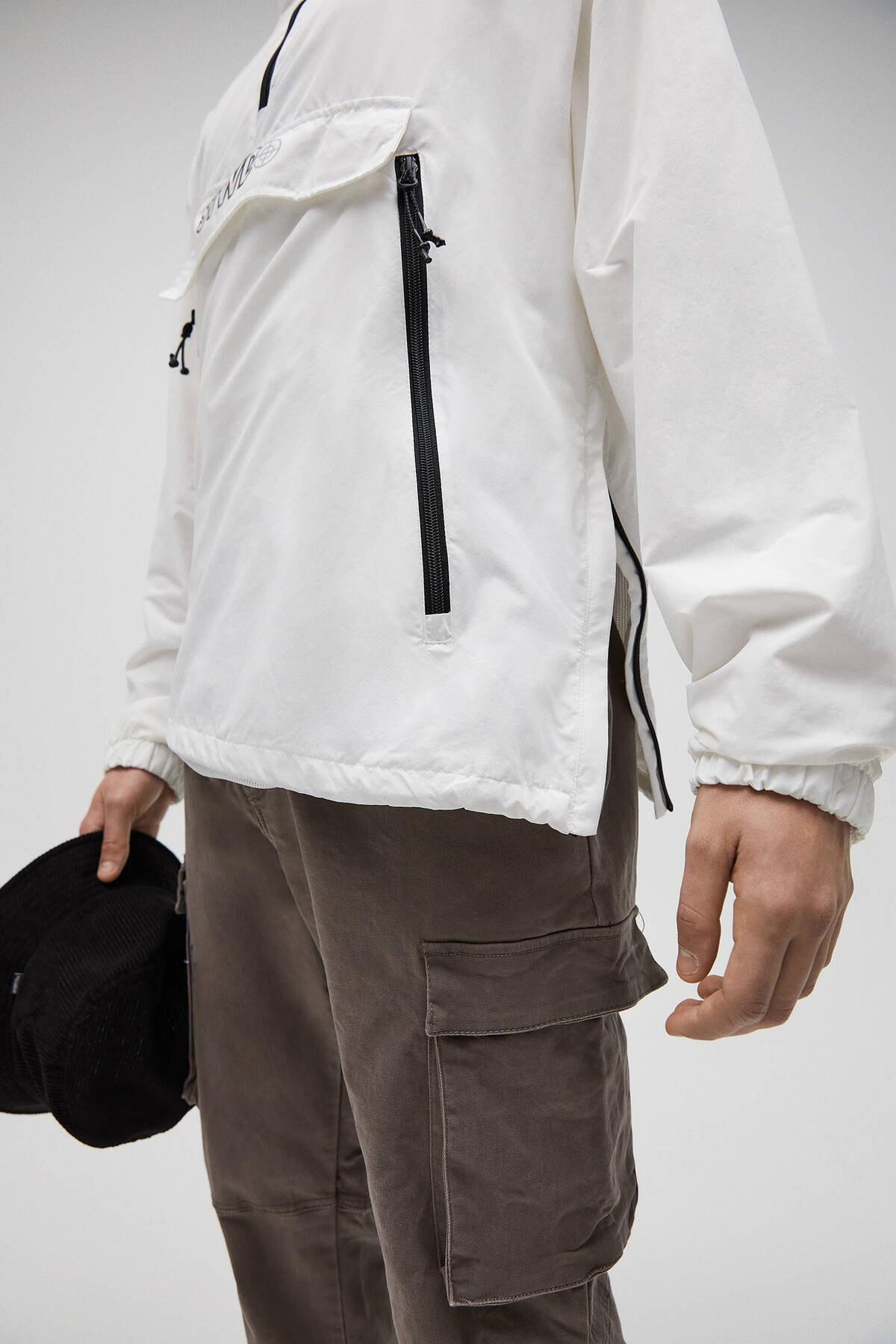 Pull & Bear Erkek Beyaz Basic Stwd Logolu Kanguru Mont 04711541 1
