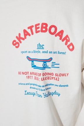 TRENDYOLMİLLA Beyaz Sırt Baskılı Boyfriend Spor T-Shirt TWOSS21TS1330 3