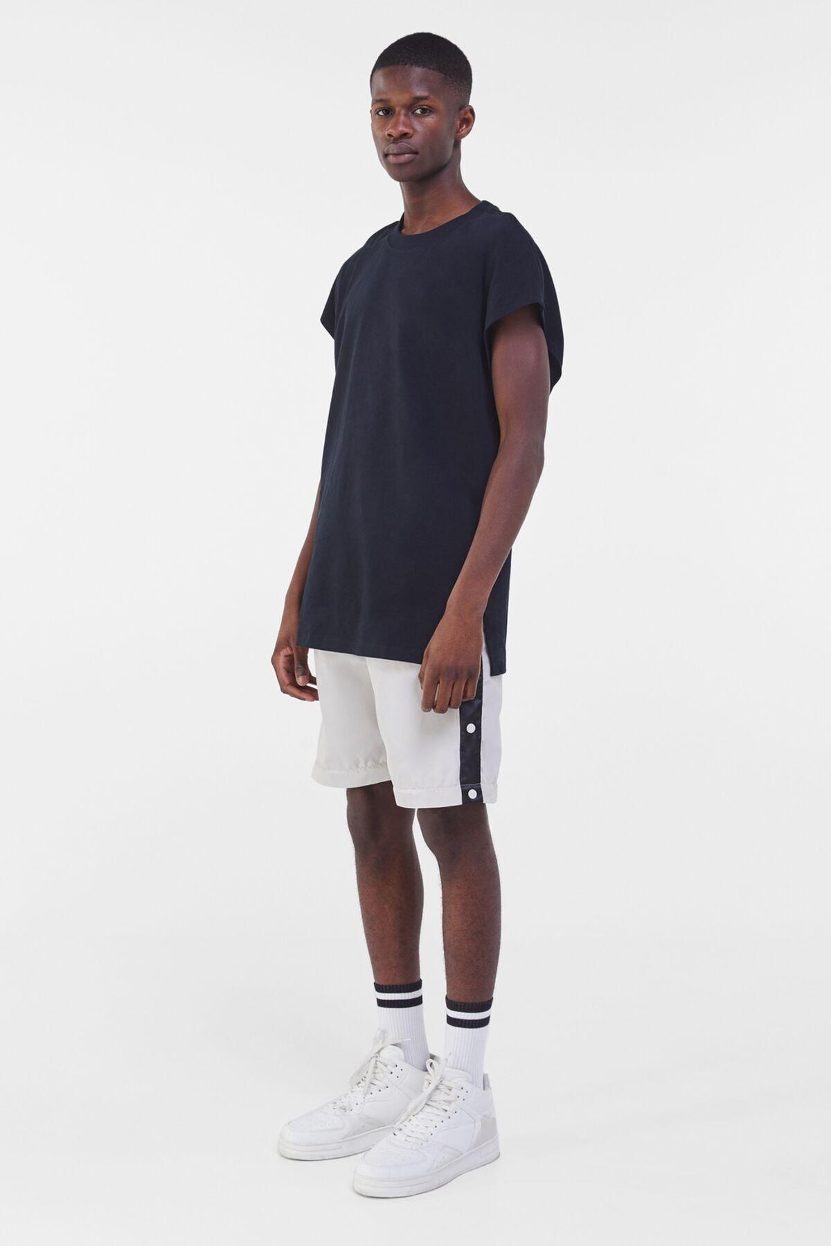 Bershka Erkek Siyah Ekstra Loose Fit Worker T-shirt 3