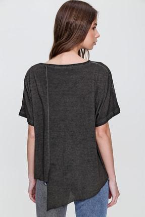 Trend Alaçatı Stili Kadın Antrasit Asimetrik Kesim Yıkamalı T-Shirt MDA-1128 3