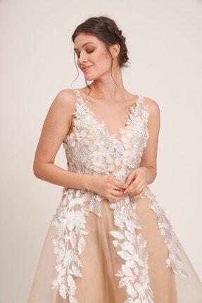 La Vita e Bella Erkek Bej Tül Çiçek Motif İşlemeli Uzun Abiye Elbise 3