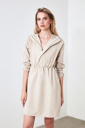 TRENDYOLMİLLA Bej Kapüşonlu Elbise TWOAW20EL0080 2