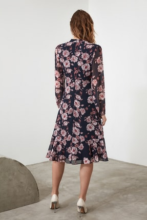 TRENDYOLMİLLA Lacivert Çiçek Desenli Elbise TWOAW20EL1313 4