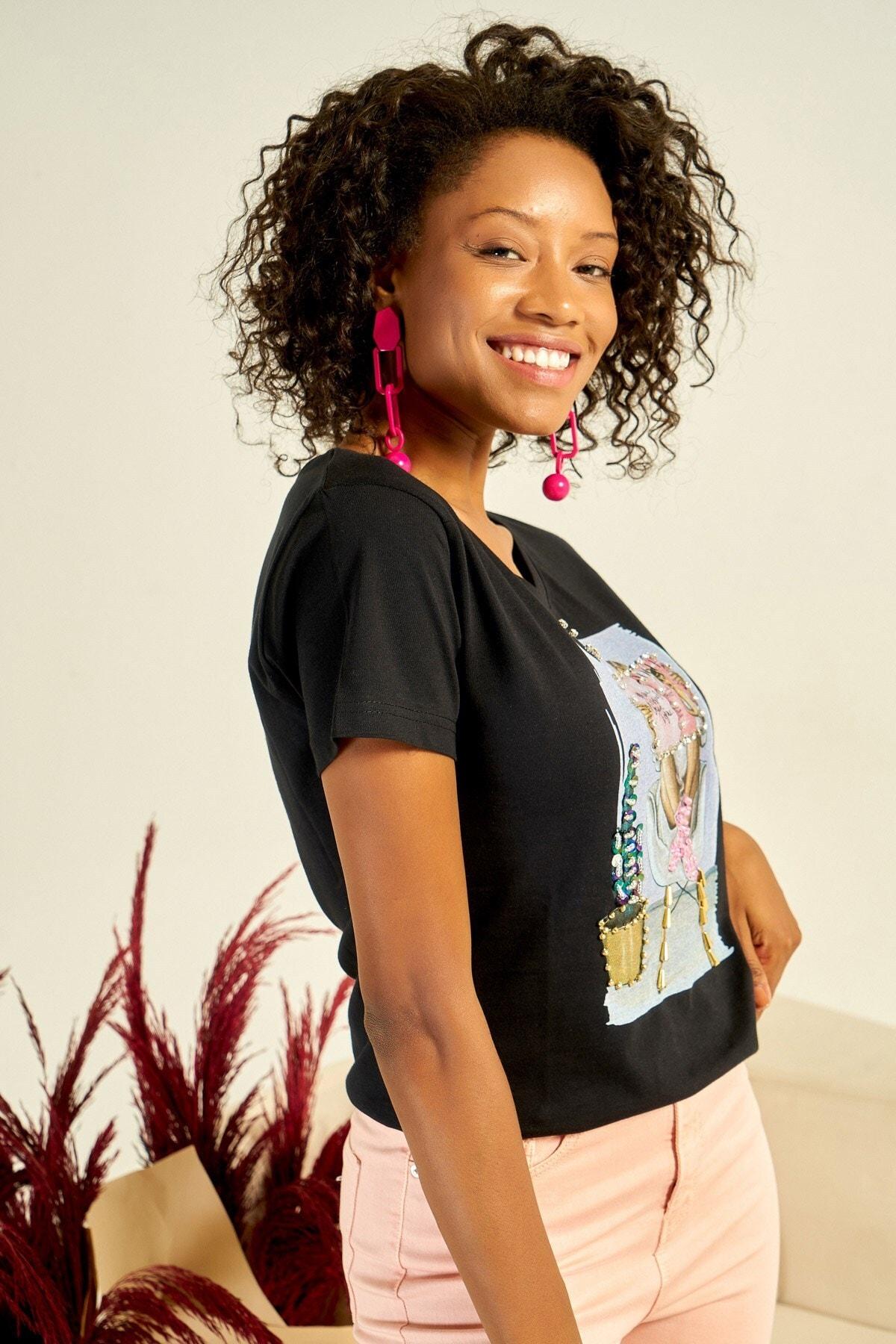 Boutiquen Kadın Siyah Önü Baskılı Taş İşlemeli T-shirt ZM-1979 1