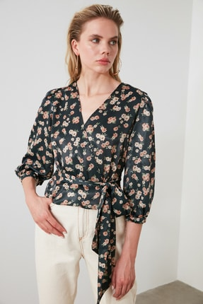 TRENDYOLMİLLA Petrol Çiçek Desenli Bağlama Detaylı Saten Bluz TWOSS20BZ0675 0
