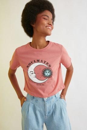 TRENDYOLMİLLA Gül Kurusu Baskılı Crop Örme T-Shirt TWOSS21TS1030 2