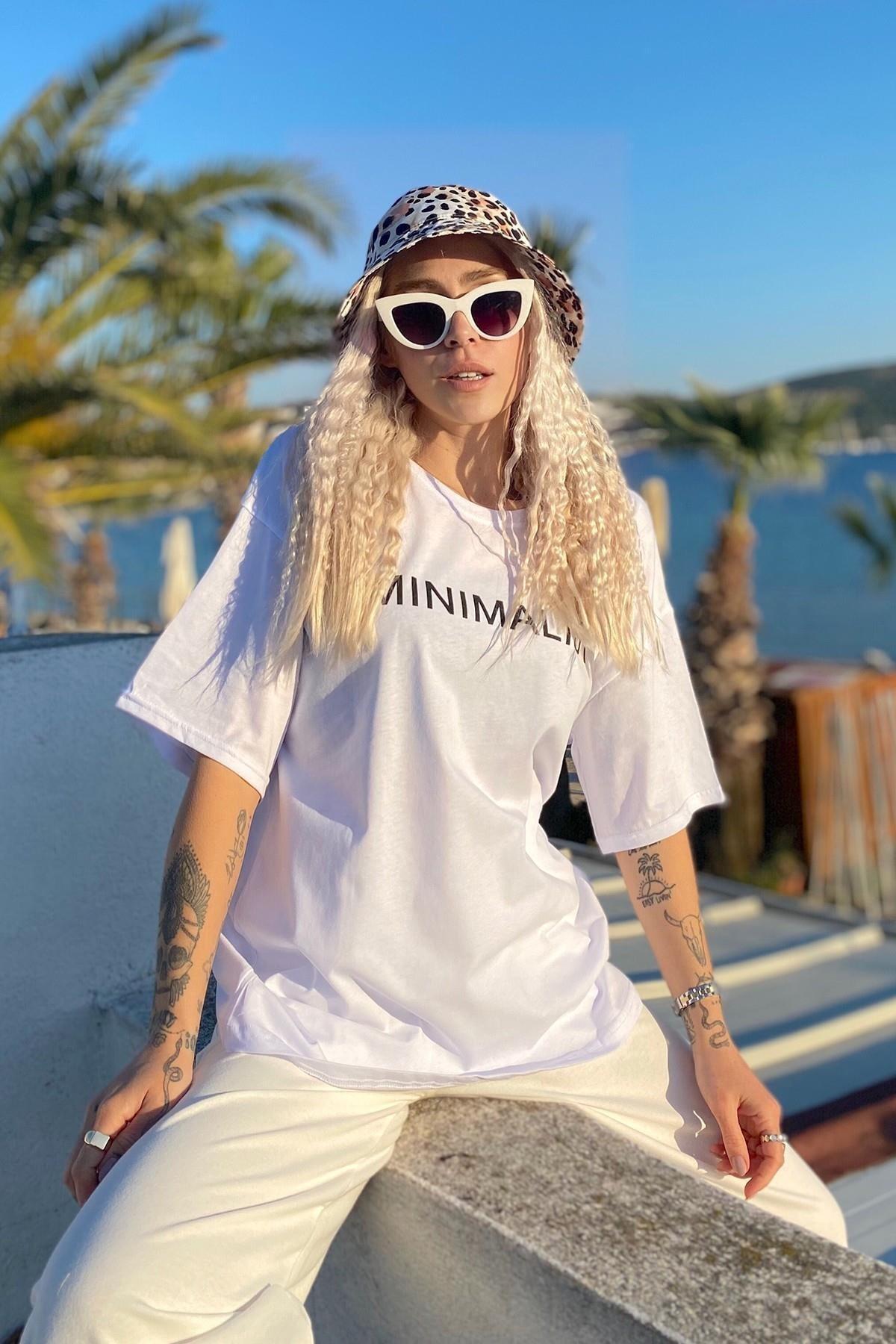 Kadın Beyaz Minimalist Baskılı Bisiklet Yaka Tshirt