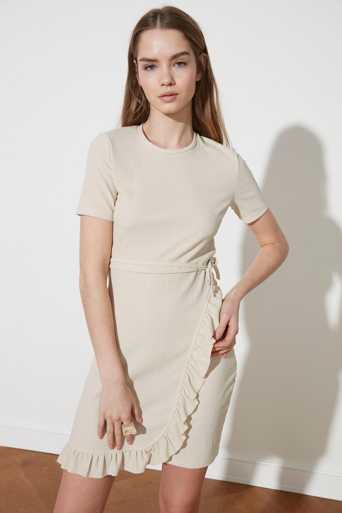TRENDYOLMİLLA Taş Yırtmaçlı Mini Örme Elbise TWOSS21EL2017