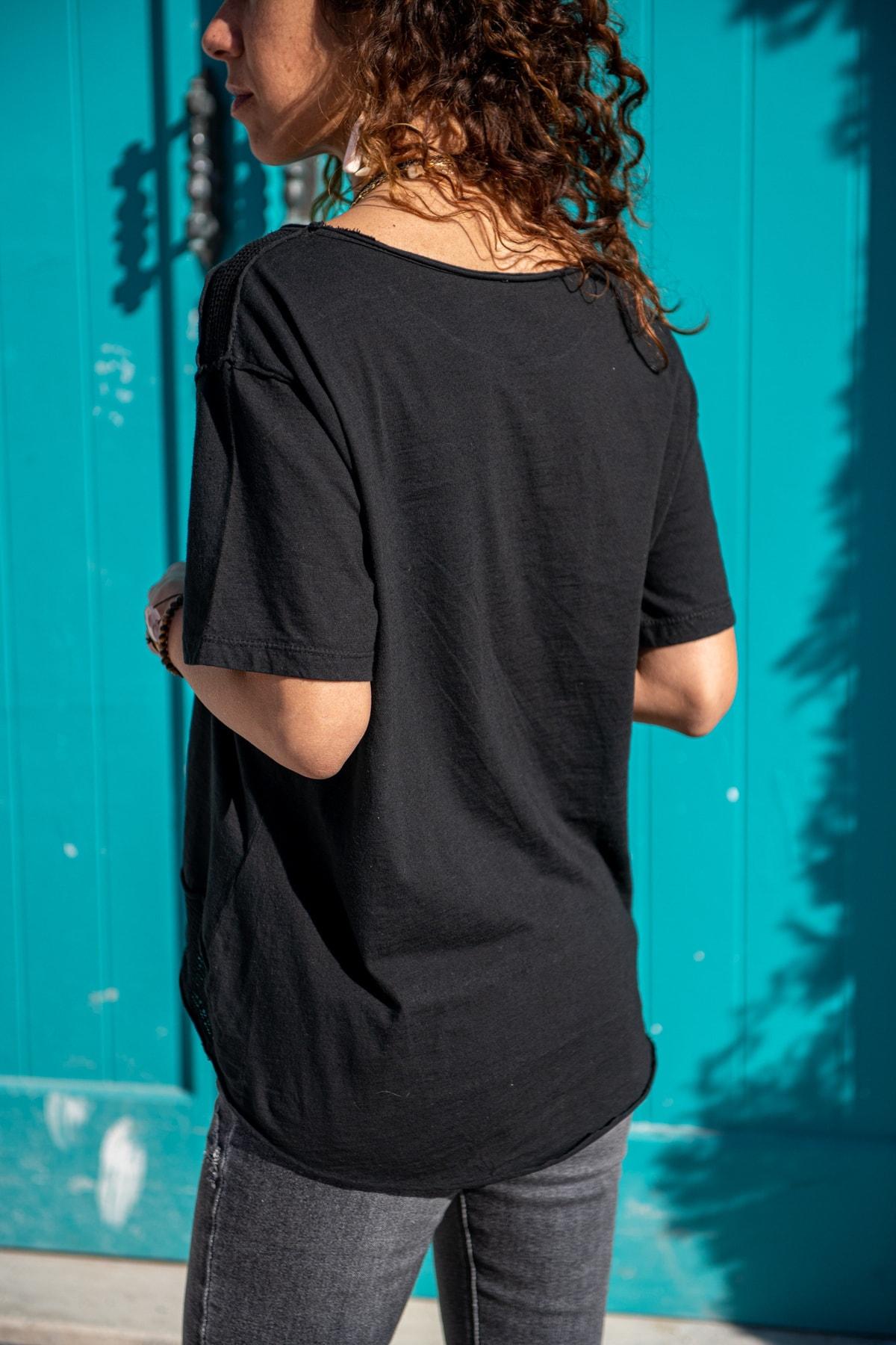 Güneşkızı Kadın Siyah Yıkamalı Fileli Yıldız Baskılı Salaş T-Shirt GK-RSD2031 1