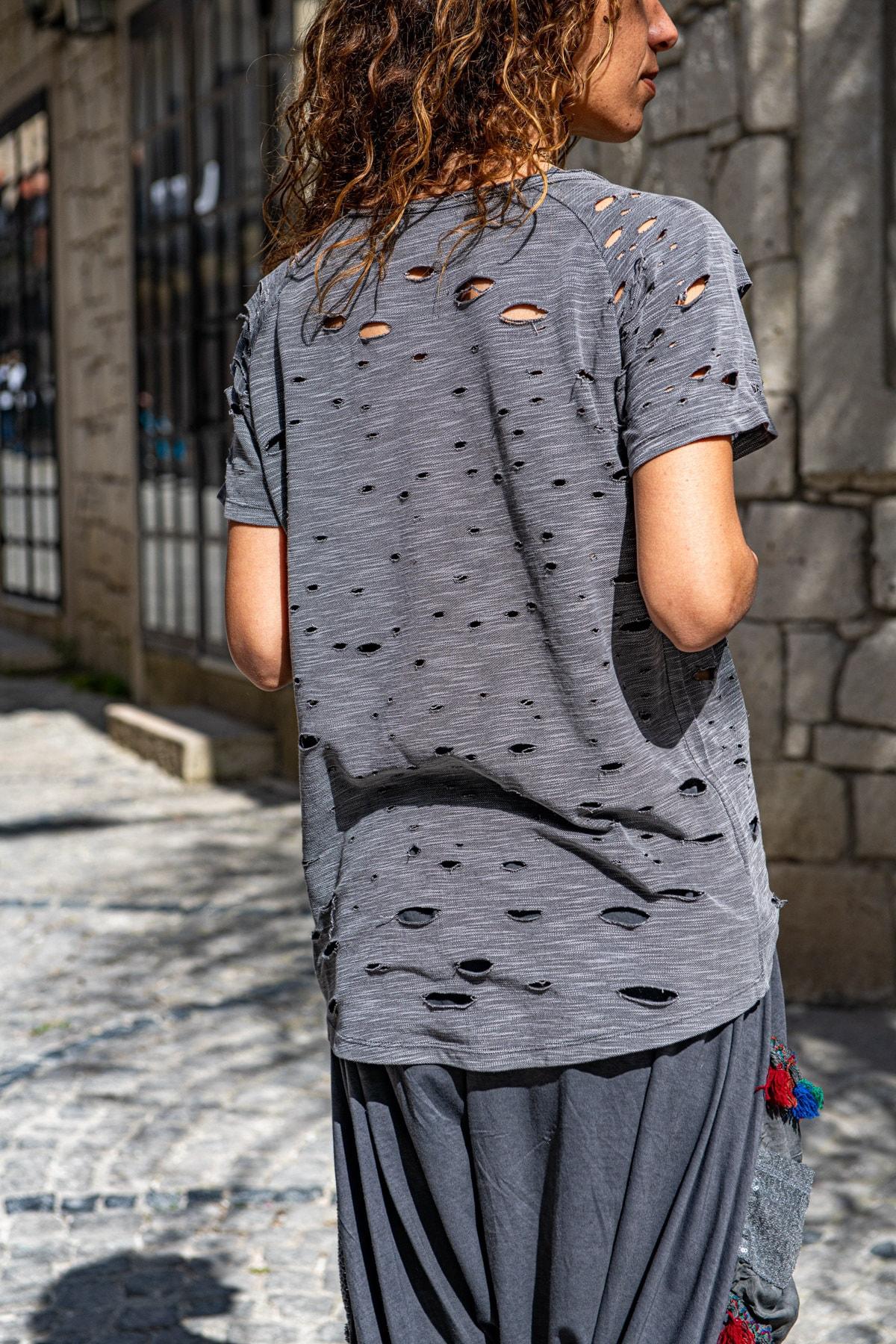 Güneşkızı Kadın Antrasit Yıkamalı Yırtıklı Baskılı Salaş T-Shirt GK-RSD2028 1
