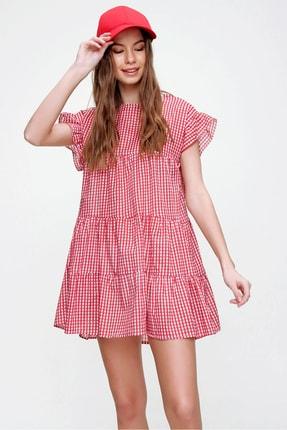 Trend Alaçatı Stili Kadın Kırmızı Pötikare Desenli Volanlı Dokuma Elbise ALC-X6008 1