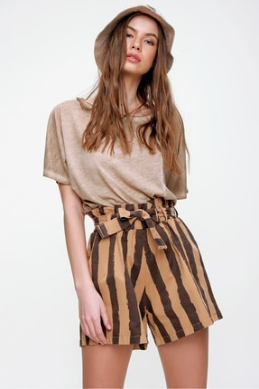 Trend Alaçatı Stili Kadın Karamel Beli Lastikli Çizgili Şort ALC-X6027 0