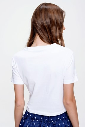 Trend Alaçatı Stili Kadın Beyaz Bisiklet Yaka Bağcıklı Crop T-Shirt ALC-X5976 4