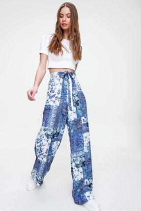 Trend Alaçatı Stili Kadın Mavi Desenli Rahat Kesim Pantolon ALC-X6016 1