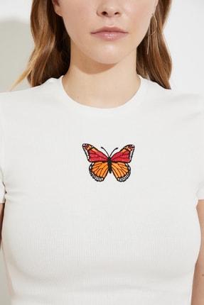 TRENDYOLMİLLA Beyaz Baskılı Crop Örme T-Shirt TWOSS21TS1281 3