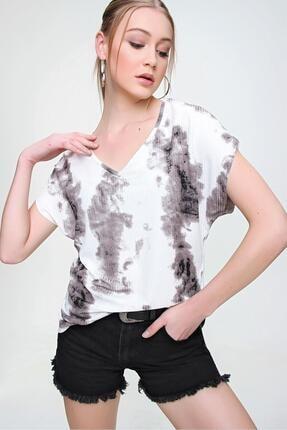 Şimal Kadın Yan Yırtmaçlı V Yaka Baskılı Salaş T-Shirt 1