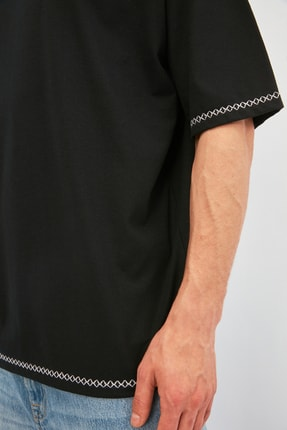 TRENDYOL MAN Siyah Erkek Oversize Bisiklet Yaka Kısa Kollu Nakışlı T-Shirt TMNSS21TS1888 2