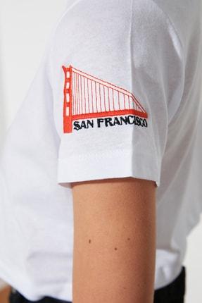 TRENDYOLMİLLA Beyaz Nakışlı Crop Örme T-Shirt TWOSS21TS0093 3