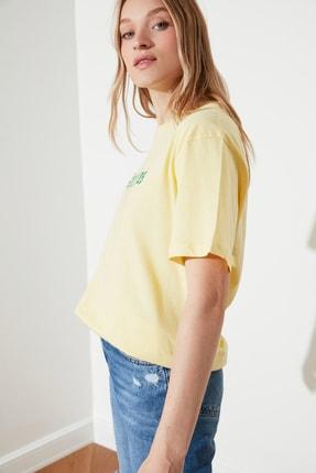TRENDYOLMİLLA Sarı Kova Burcu Baskılı Boyfriend Örme T-Shirt TWOSS21TS1099 1