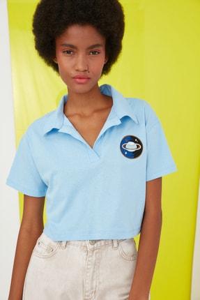 TRENDYOLMİLLA Mavi Crop Nakışlı Örme T-Shirt TWOSS21TS0727 1