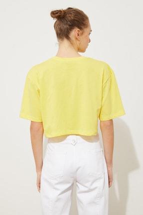 TRENDYOLMİLLA Sarı Baskılı Loose Crop Örme T-Shirt TWOSS21TS1937 4
