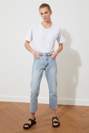 TRENDYOLMİLLA Beyaz Kol Nakışlı Boyfriend Örme T-Shirt TWOSS21TS1789 2