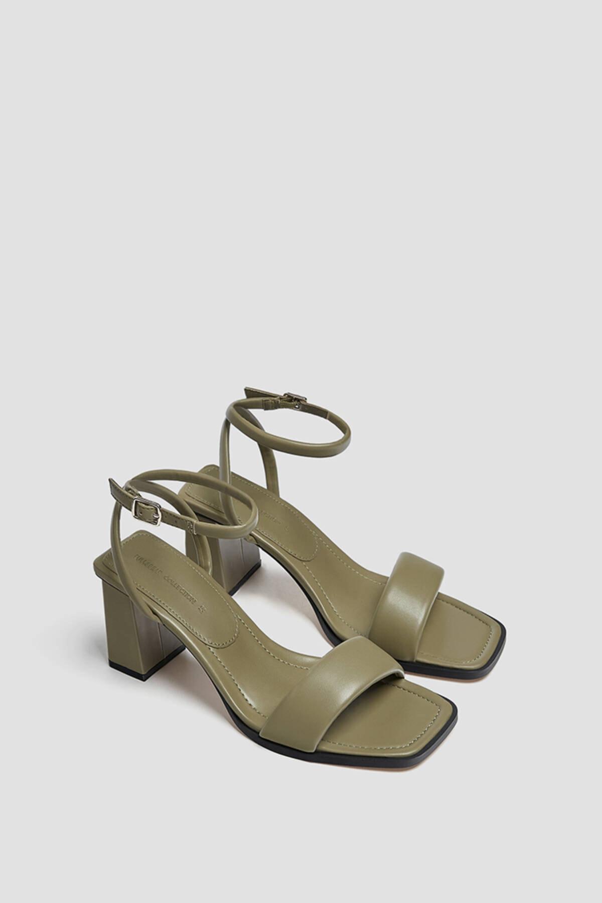 Pull & Bear Kadın Haki Dolgulu Bantlı Topuklu Sandalet 0