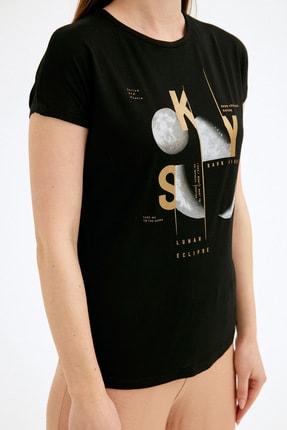 Fullamoda Kadın Siyah Ay Baskılı Tshirt 4