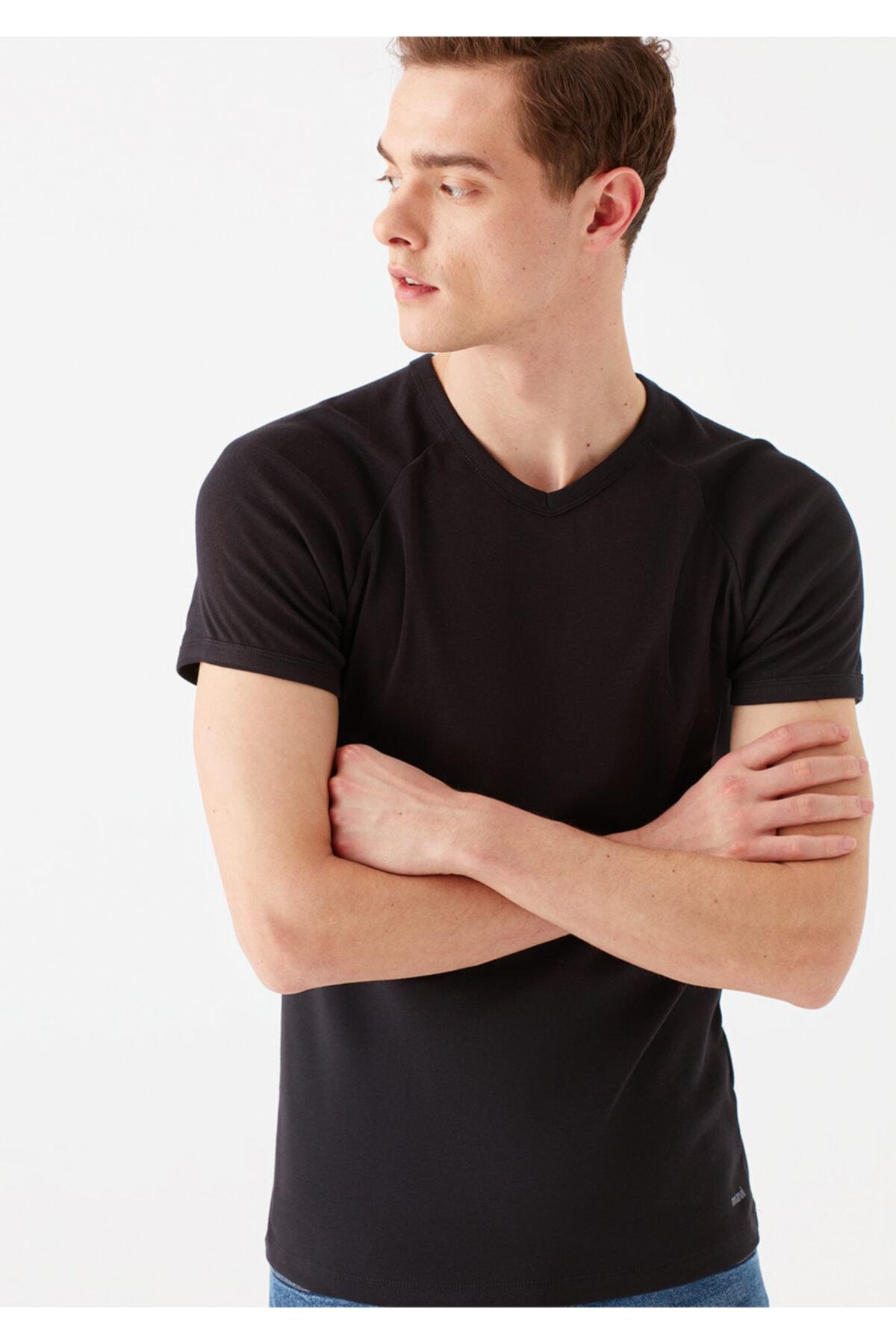 V Yaka Siyah Basic Tişört