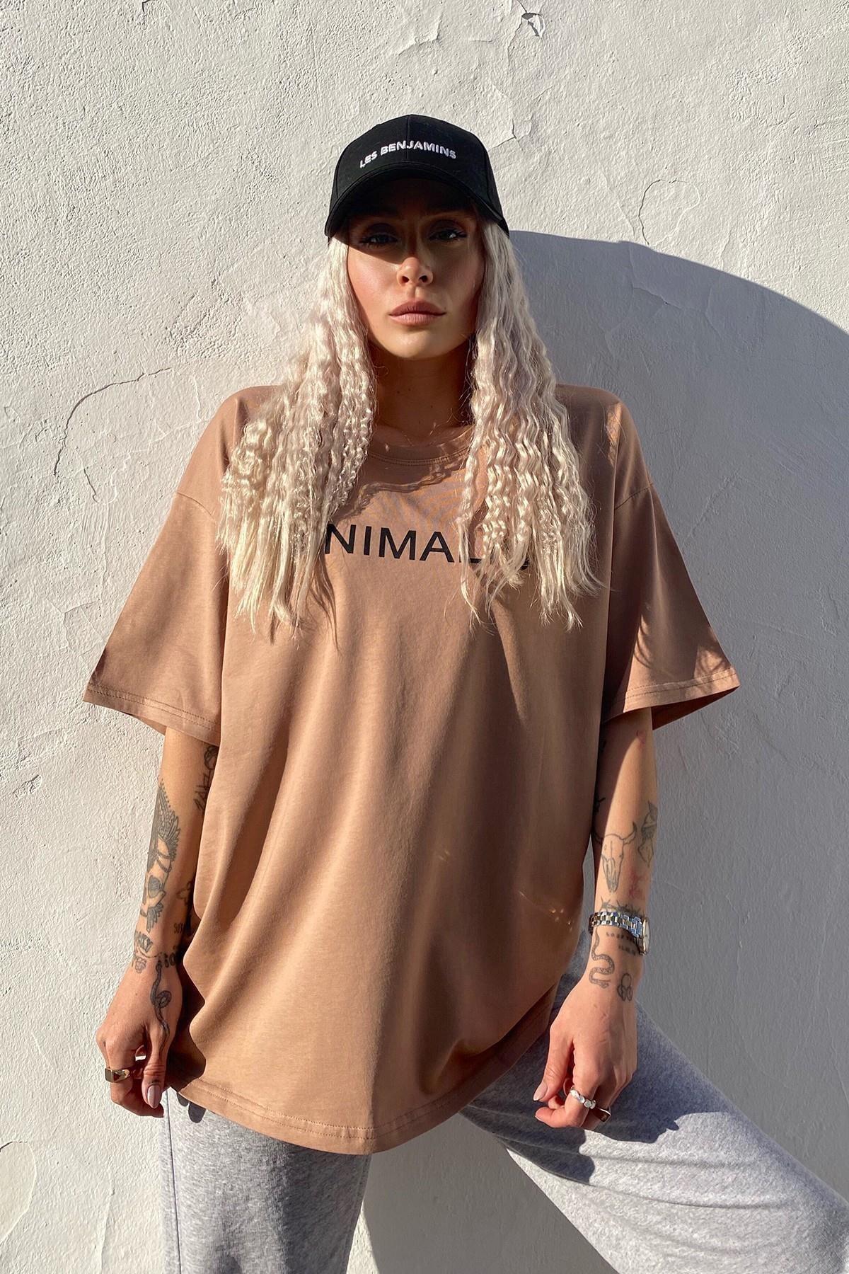 SwistLuxury Kadın Kahverengi Minimalist Baskılı Bisiklet Yaka T shirt 2