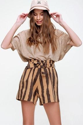 Trend Alaçatı Stili Kadın Karamel Beli Lastikli Çizgili Şort ALC-X6027 1