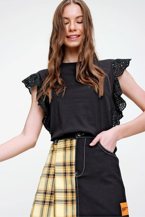Trend Alaçatı Stili Kadın Siyah Güpür Kollu Vatkalı Bluz ALC-X5939 3