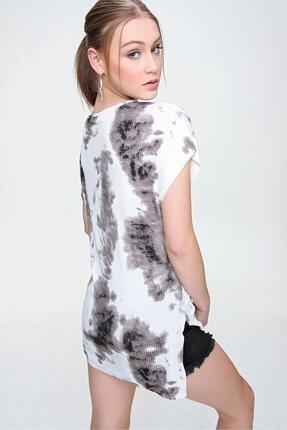 Şimal Kadın Yan Yırtmaçlı V Yaka Baskılı Salaş T-Shirt 4