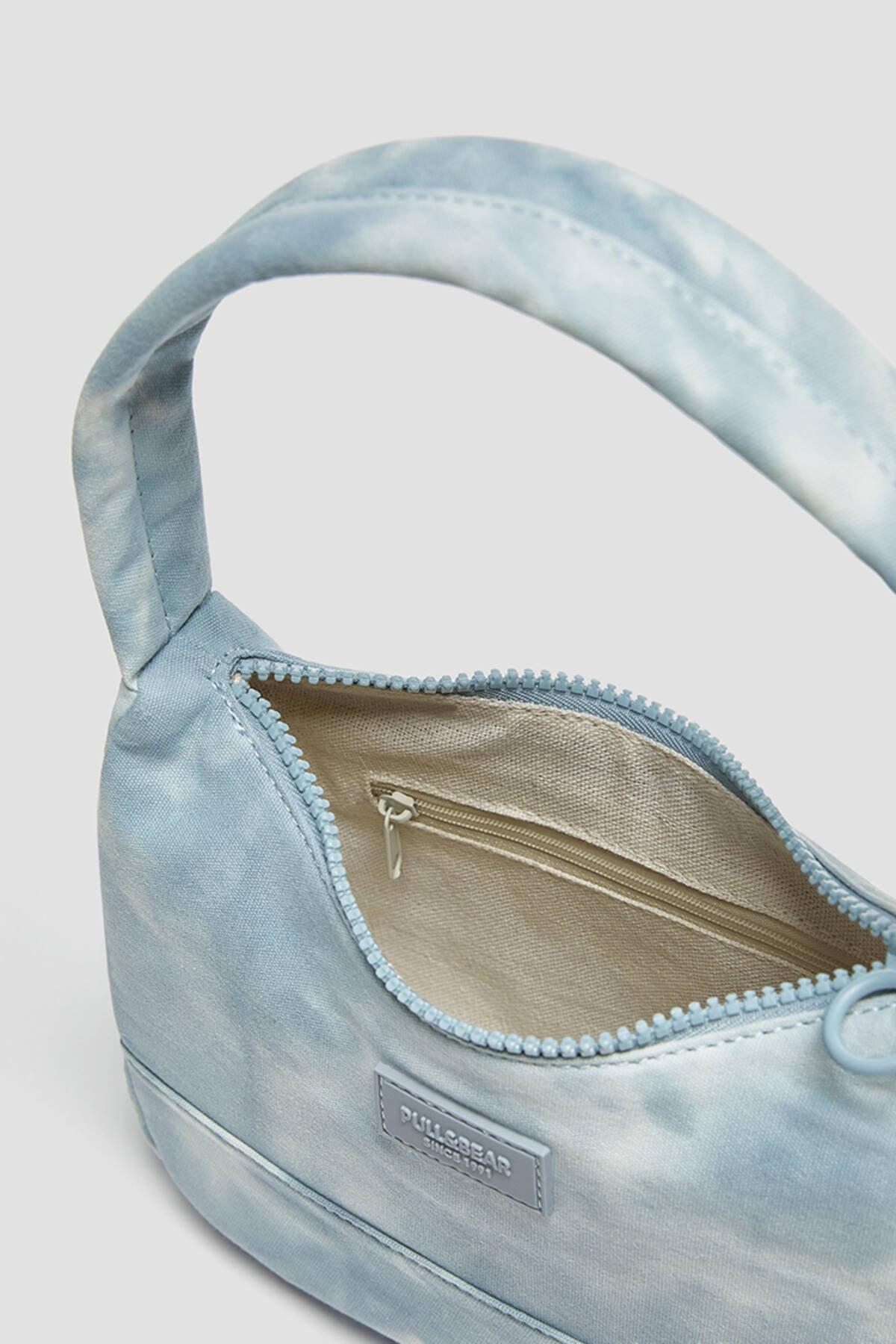 Pull & Bear Kadın Mavi Batik Desenli Kol Çantası 14155740 1