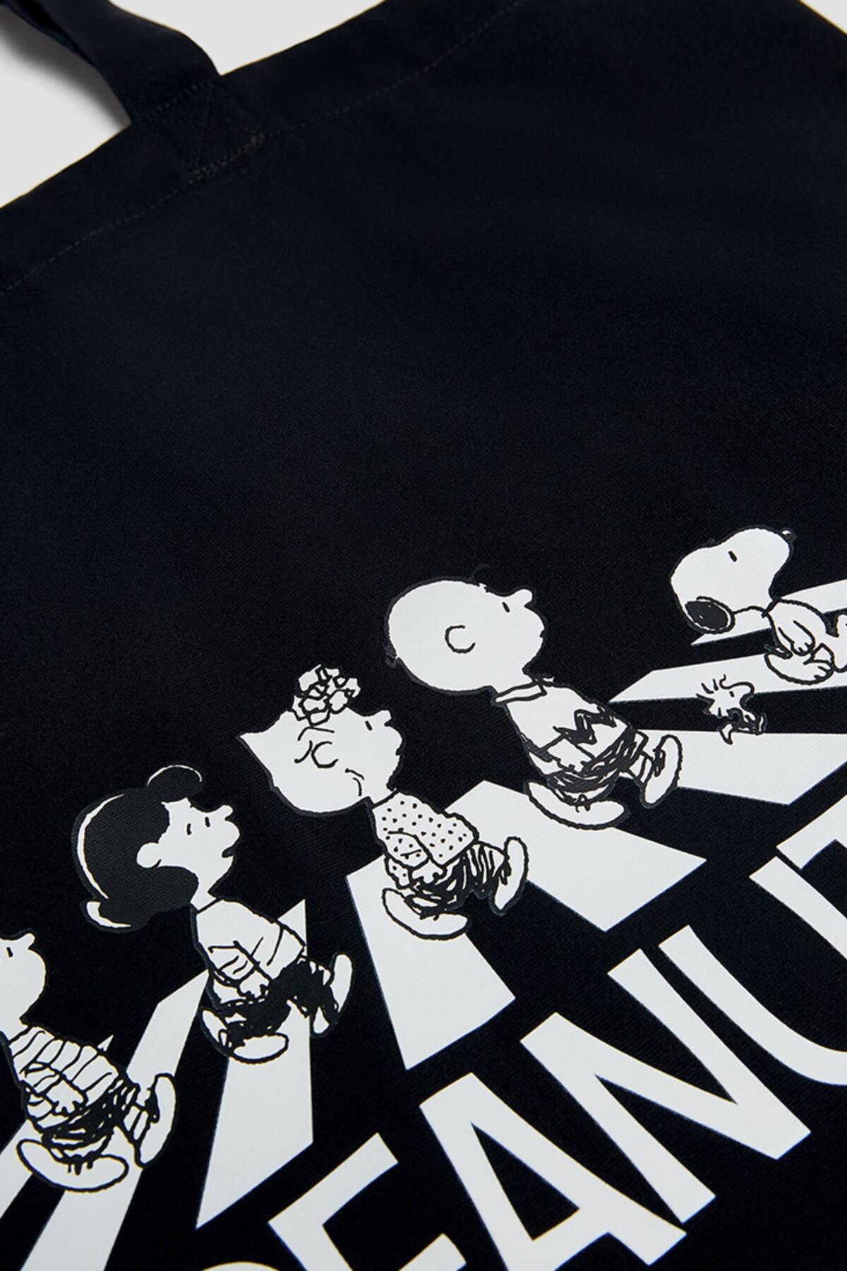 Pull & Bear Kadın Siyah Snoopy Görselli Tote Çanta 14152740 3