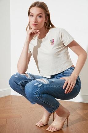 TRENDYOLMİLLA Bej Nakışlı Basic Örme T-Shirt TWOSS21TS1399 1