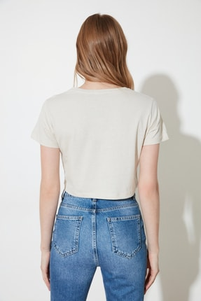 TRENDYOLMİLLA Bej Nakışlı Basic Örme T-Shirt TWOSS21TS1399 3