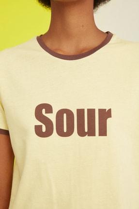 TRENDYOLMİLLA Sarı Baskılı Crop Örme T-Shirt TWOSS21TS0889 2