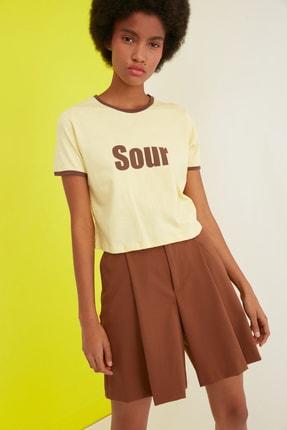 TRENDYOLMİLLA Sarı Baskılı Crop Örme T-Shirt TWOSS21TS0889 3