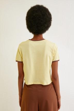 TRENDYOLMİLLA Sarı Baskılı Crop Örme T-Shirt TWOSS21TS0889 4