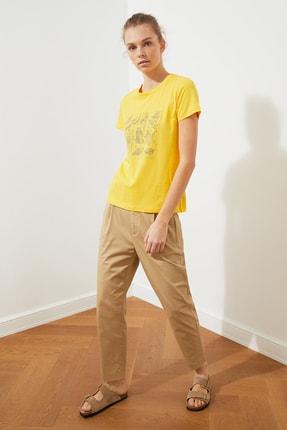 TRENDYOLMİLLA Sarı Baskılı Basic Örme T-Shirt TWOSS21TS1707 1