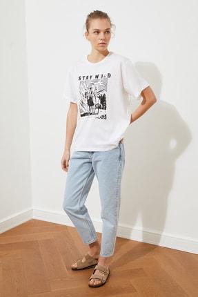 TRENDYOLMİLLA Beyaz Baskılı Boyfriend Örme T-Shirt TWOSS21TS2055 2
