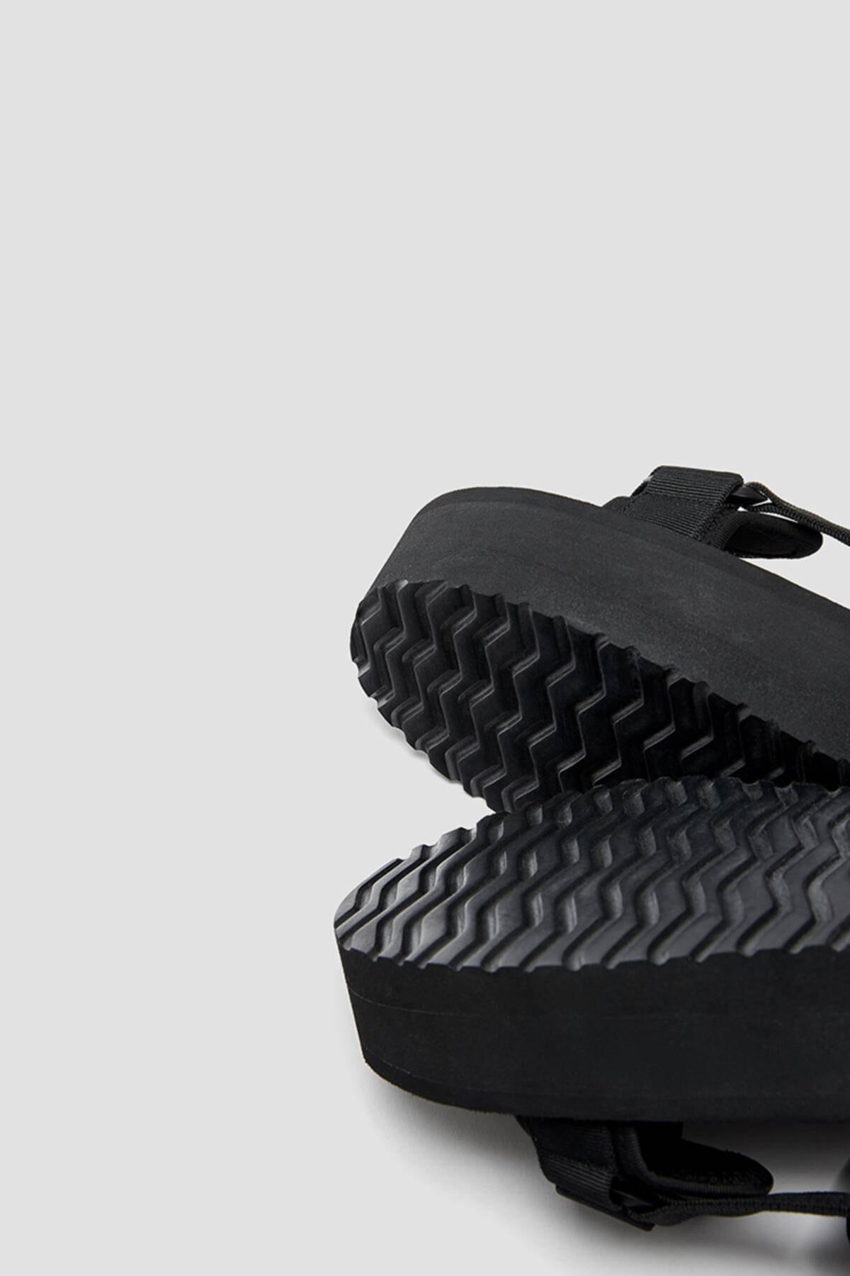 Pull & Bear Kadın  Siyah Tırtıklı Tabanlı Platform Sandalet 11703740 1