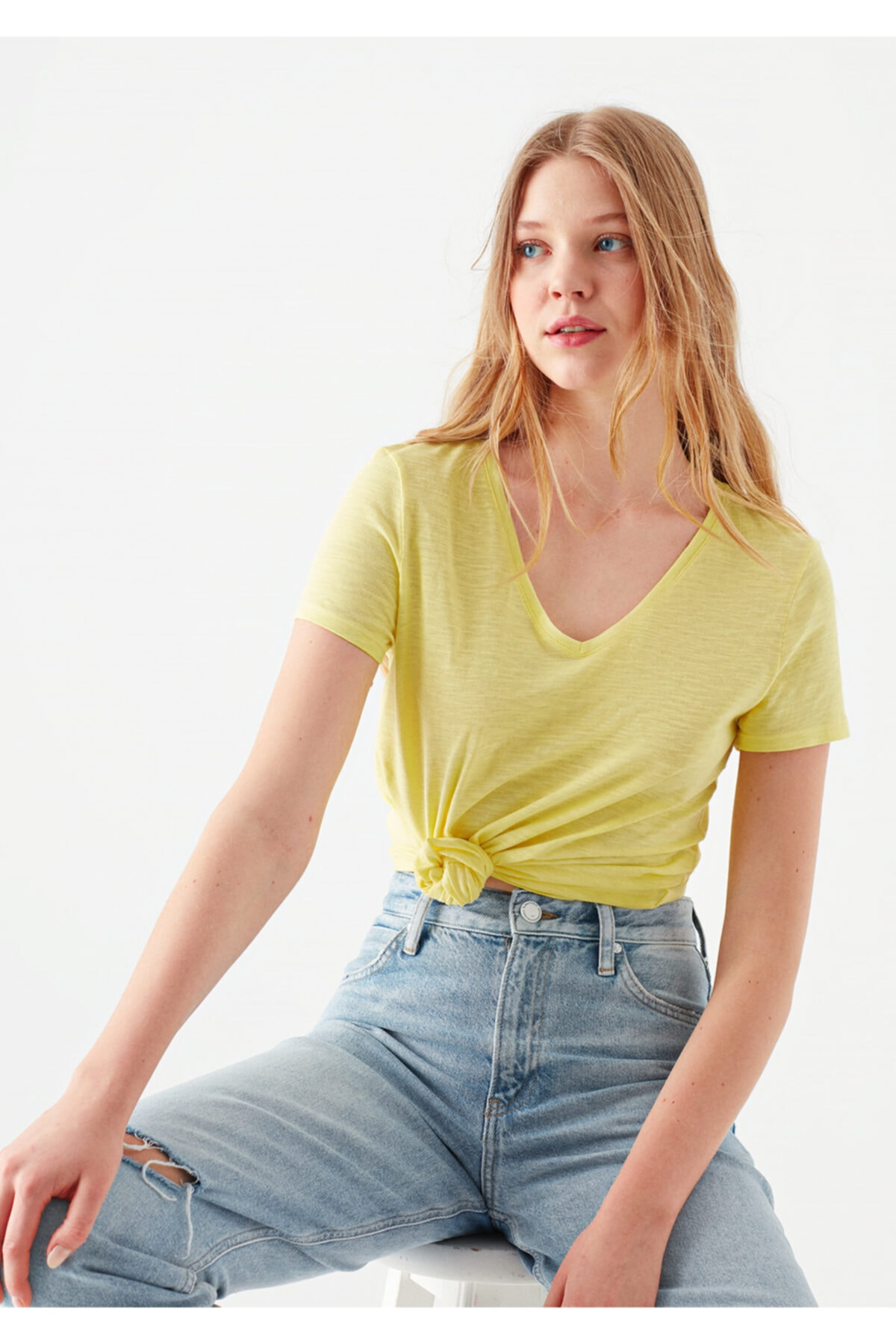 V Yaka Sarı Tişört